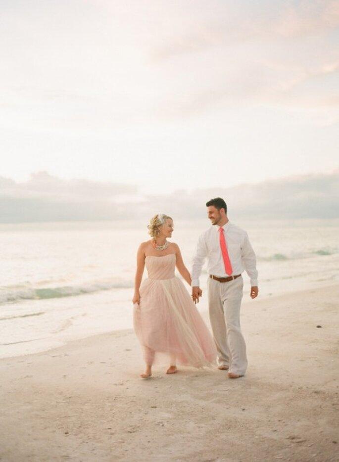 Protocolo de vestimenta para una boda en la playa - Foto Jessica Lorren