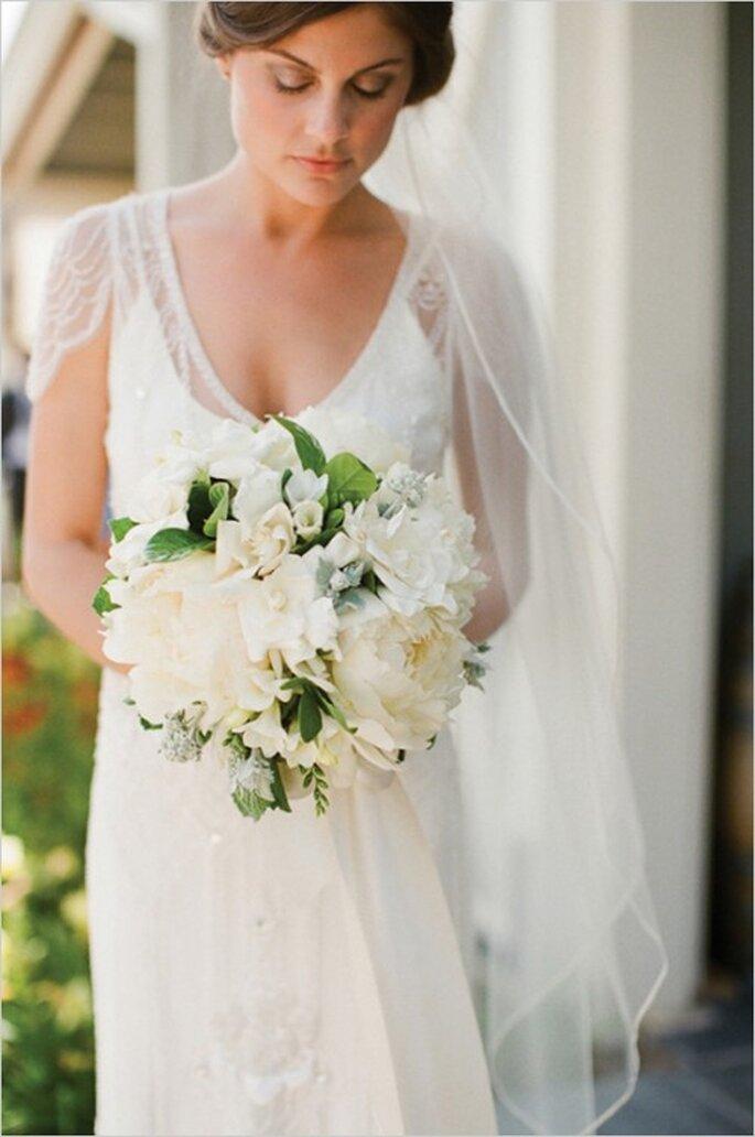 Complementa tu ramo de novia en color blanco con lindas ramitas - Foto Erick Kelley
