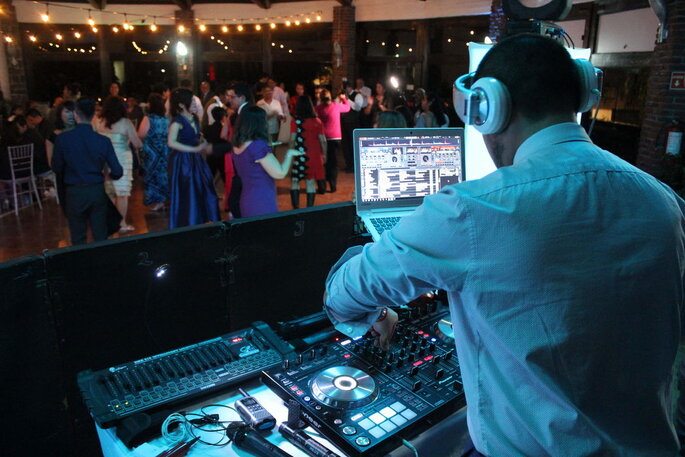 L White Wedding DJ´s