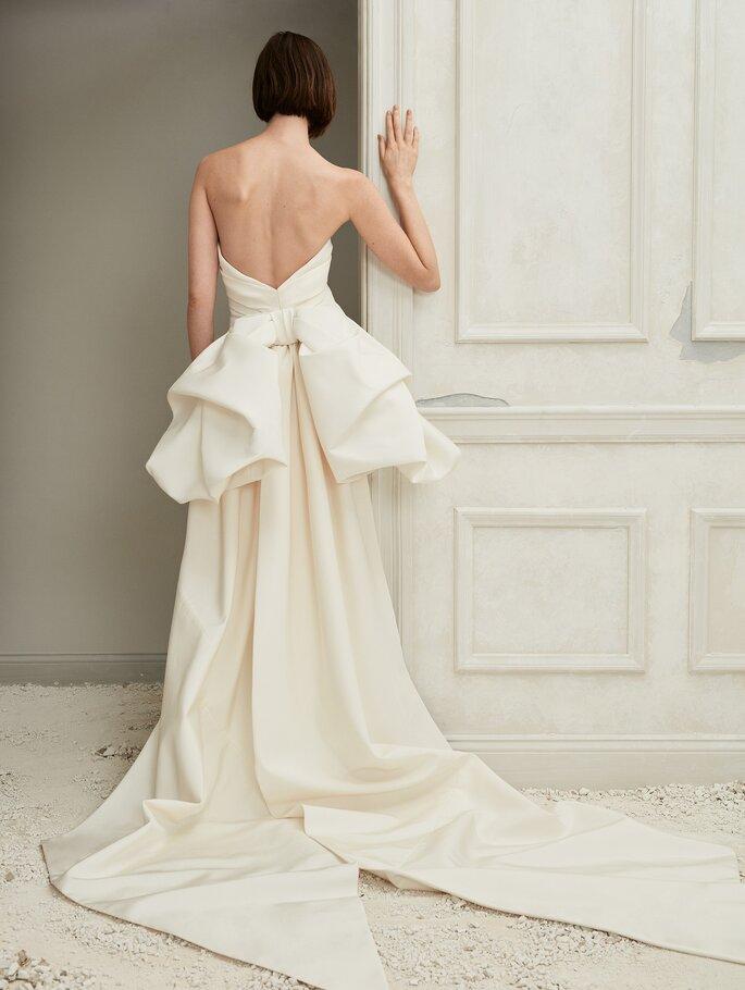 vestidos de novia espalda descubierta con lazo en la parte posterior