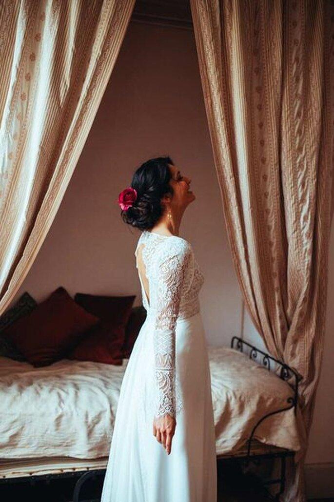 Elsa Gary - une belle robe de mariée traditionnelle à manches longues et dentelles