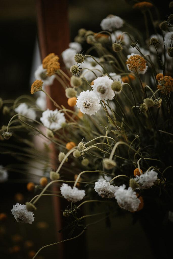 Gartenhochzeit Blumendekoration freie Trauung