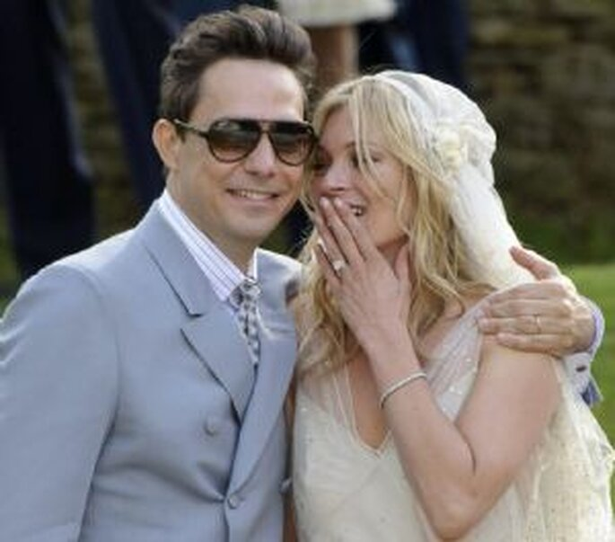 La modelo británica Kate Moss se casa con Jamie Hince, guitarrista de The Kills