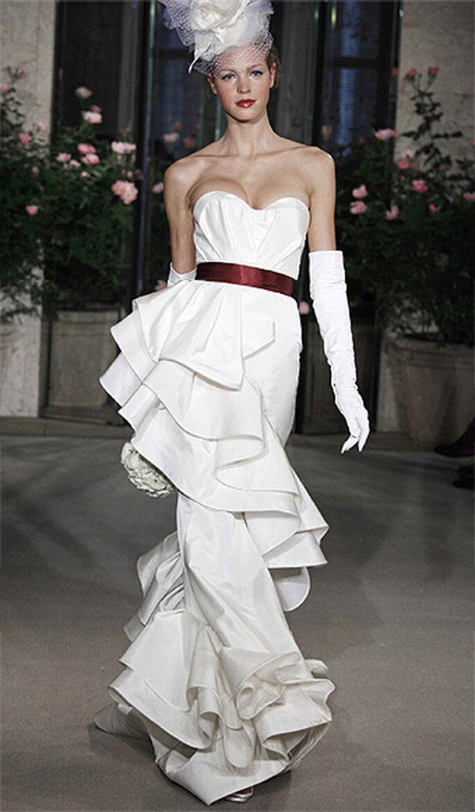 Modelo de vestido de novia con guantes largos