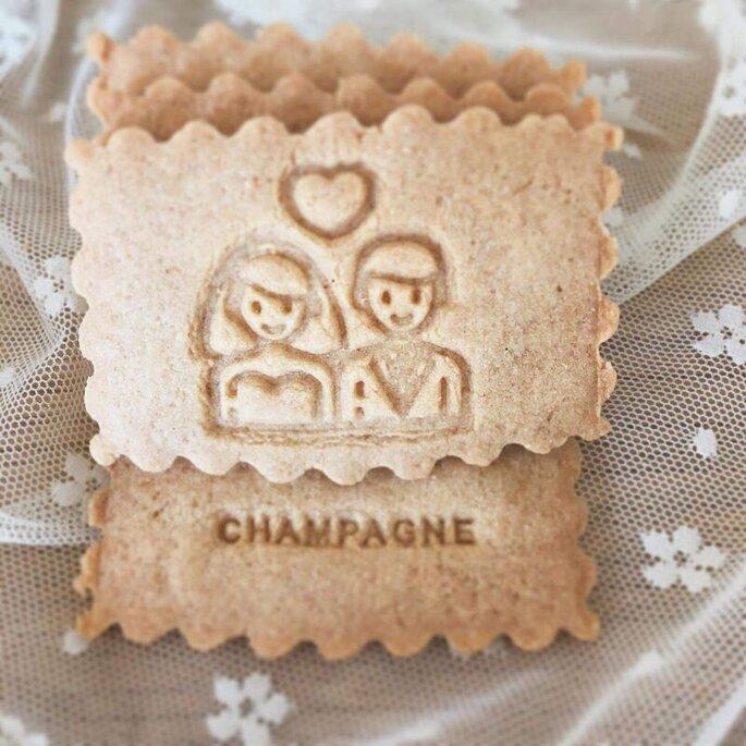 Biscuit de l'atelier French Biscuit où est dessiné un couple de mariés