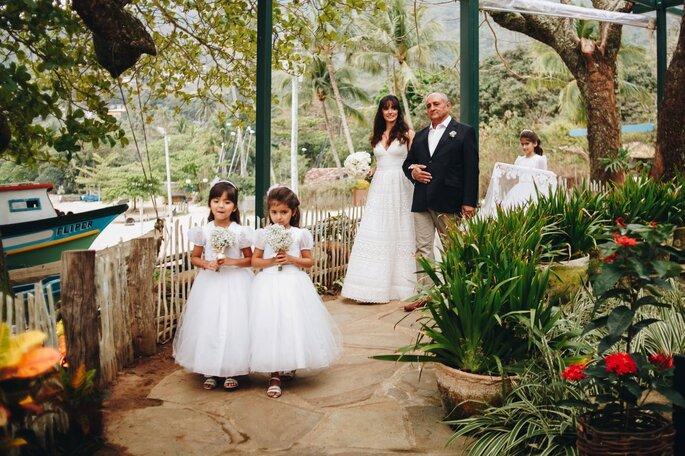Roupa das daminhas: Atelier Maria Virgínia - Fotografia: Beach Style Weddings