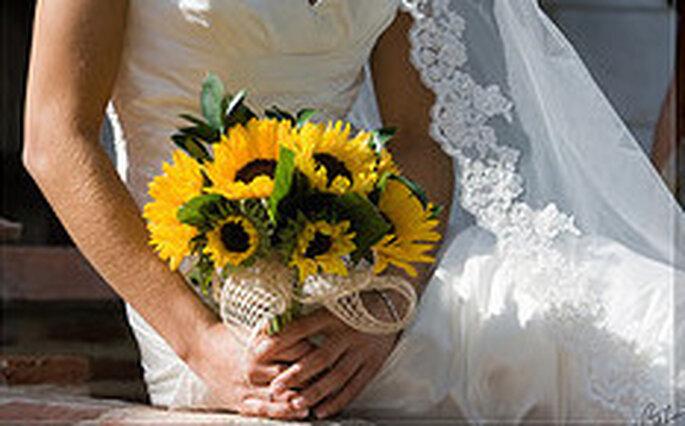 Girasoli Finti Matrimonio : Un matrimonio tinto di giallo decorare con i girasoli