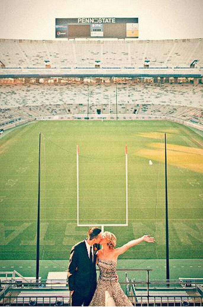 Algunos estadios de fúbtol americano también están disponibles para sesiones fotográficas. Foto de Sweet Little Photographs