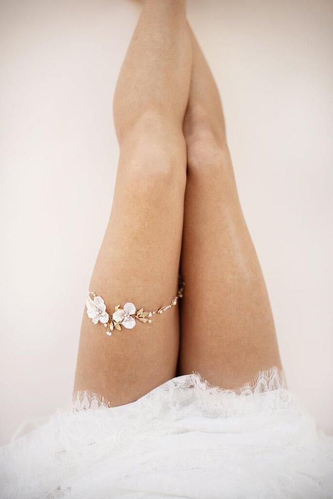 Strumpfband Braut dezent und zart mit Blumenapplikationen
