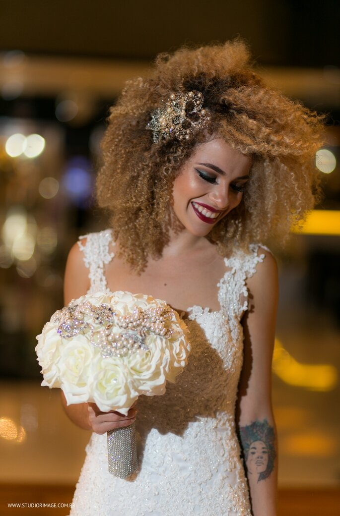 Cabelos cacheados para noivas