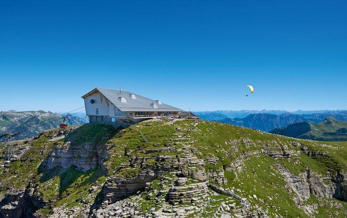 Ein architektonisch außergewöhnliches Gebäude auf dem Gipfel des Chäserrugg.