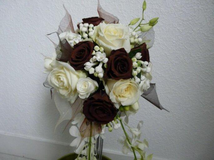 Bouquet con rose e gelsomini. Delicato e romantico. Foto: Atelier déco'ps