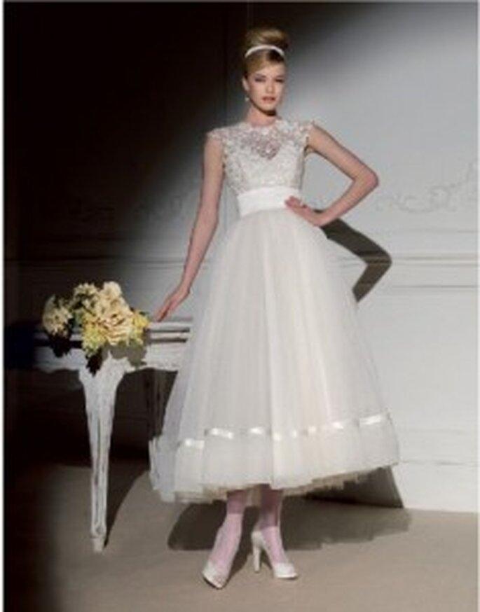 Novia d´Art 2011 - Mittellanges Kleid, besticktes Oberteil, Band an Taille