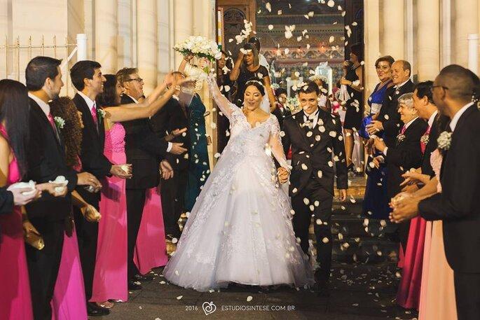 chuva de pétalas no casamento