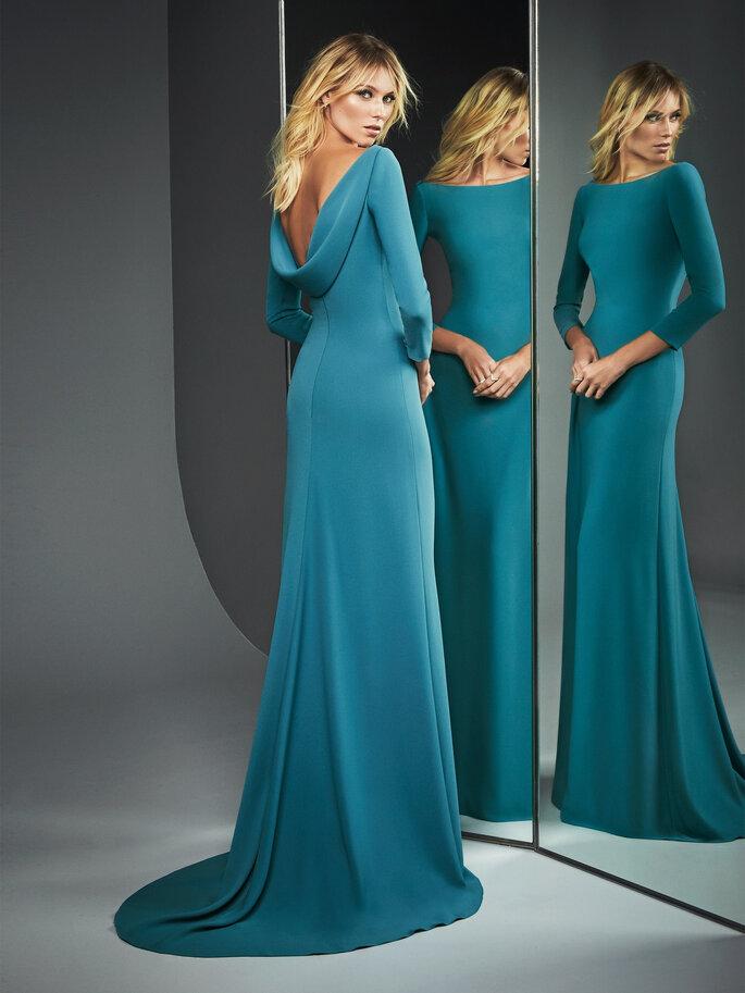 Vestido de fiesta azul corte recto y espalda descubierta