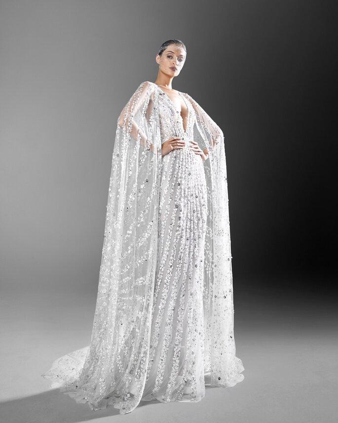 vestido de novia con capa de pedreria
