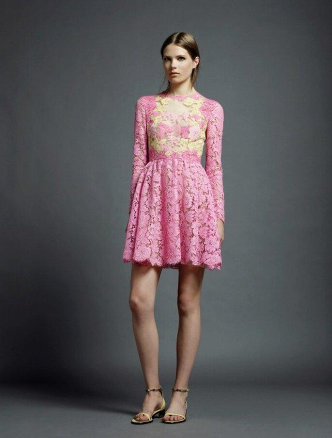 Vestidos de fiesta en colores brillantes de Valentino para una boda ...