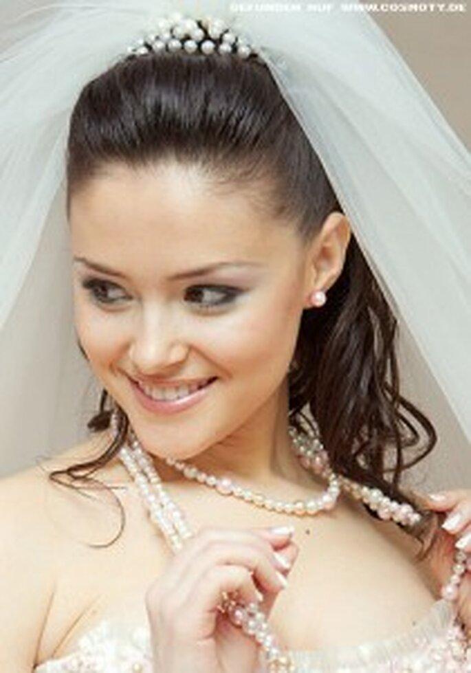 Tiara, Schleier und offene Haare passen perfekt zu einem dreieckigen Gesicht