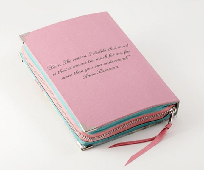 Bolso de fiesta con forma de libro de portada en color rosa - Foto PS Besitos