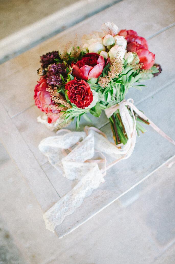 Romantischer Brautstrauss für die perfekte Valentins Hochzeit- Foto Zankyou Flickr