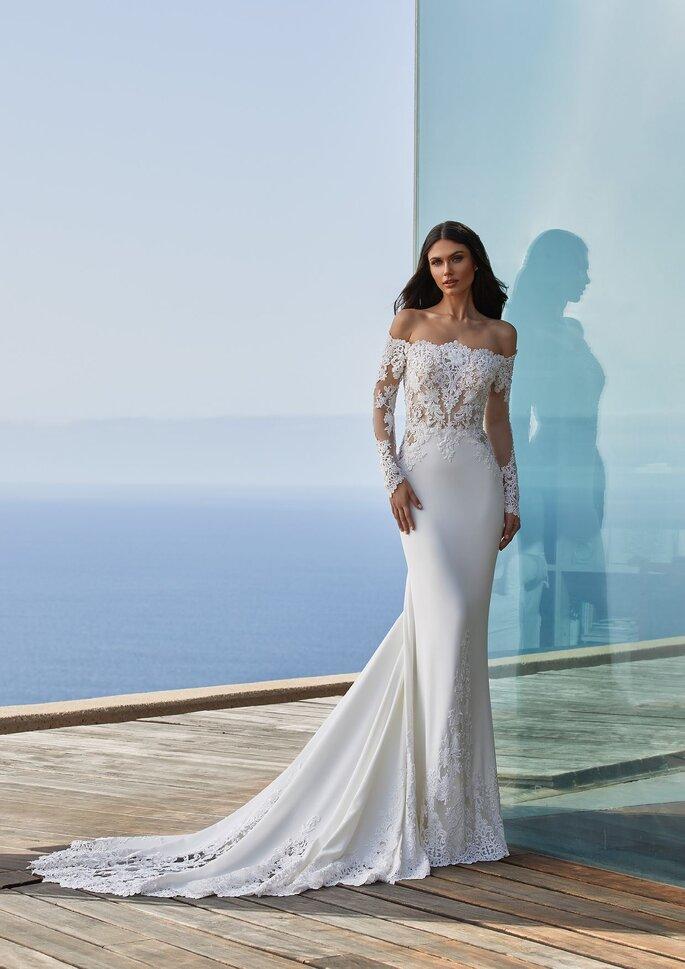 Pronovias Premiere 2021 Vestido de novia sirena con escote envolvente con manga larga en crepe