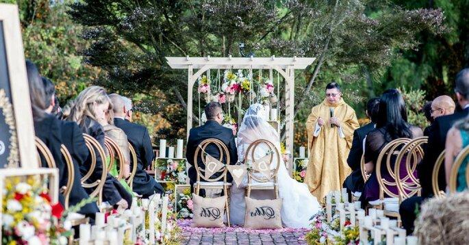 ¿Cómo decorar las sillas de tu boda? Descúbrelo con estos estilos