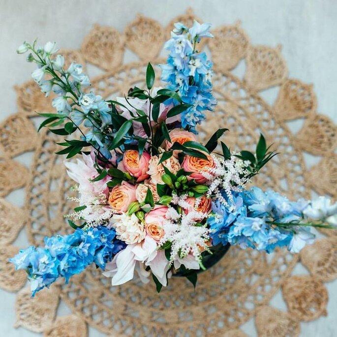 Hochzeitsfloristik Kochanow, Brautstrauß mit blauen Elementen