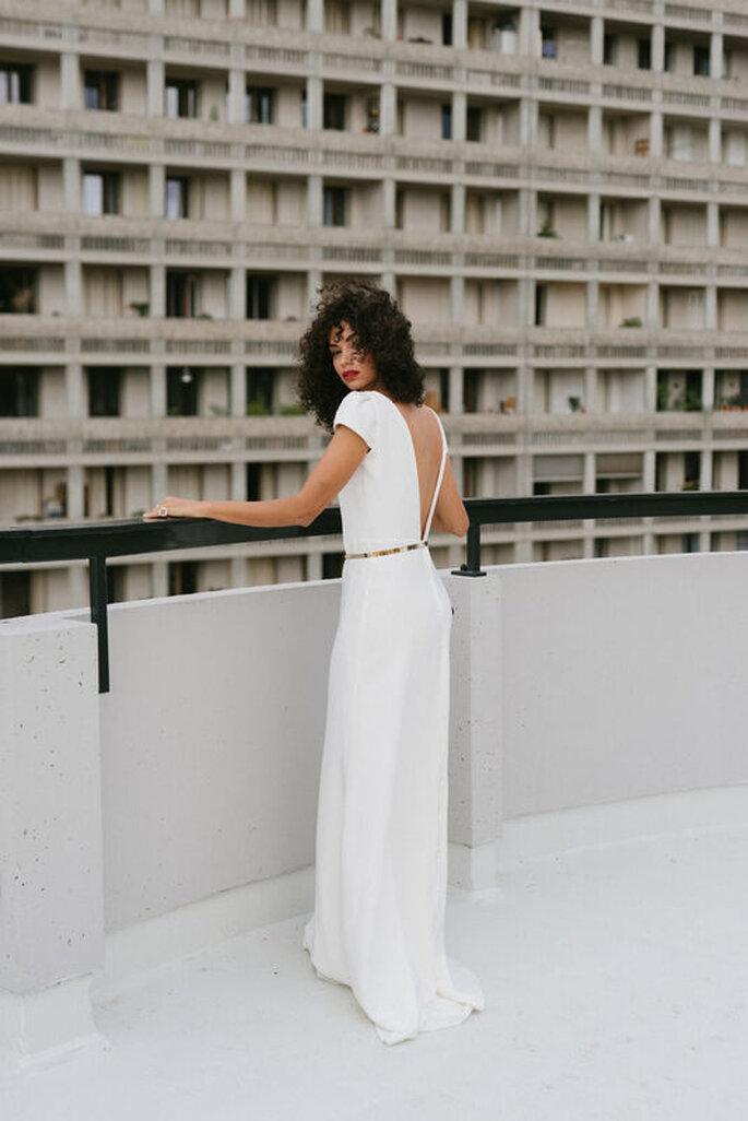 Robe de mariée simple avec un dos nu