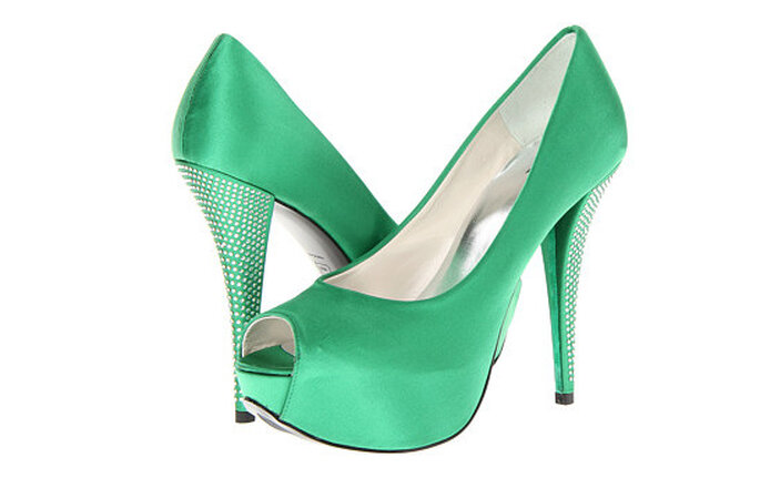 Sandali open toe verde smeraldo con tacco gioiello firmate Stuart Weitzman Bridal & Evening Collection. Foto: www.zappos.com
