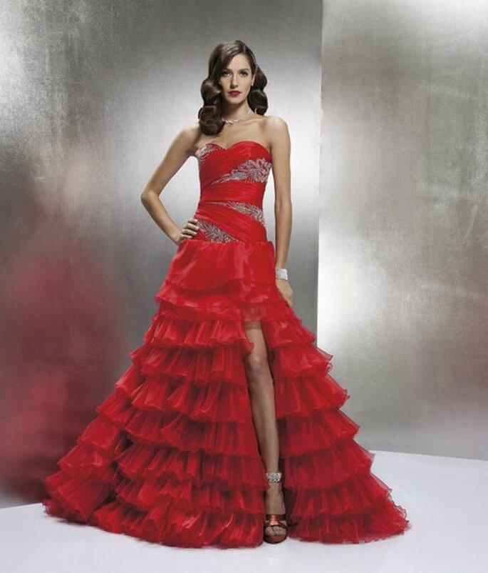 Rosso sinonimo di sensualità. Perfetto esempio è questo abito firmato Nicole Spose Collezione Miss Defne 2012