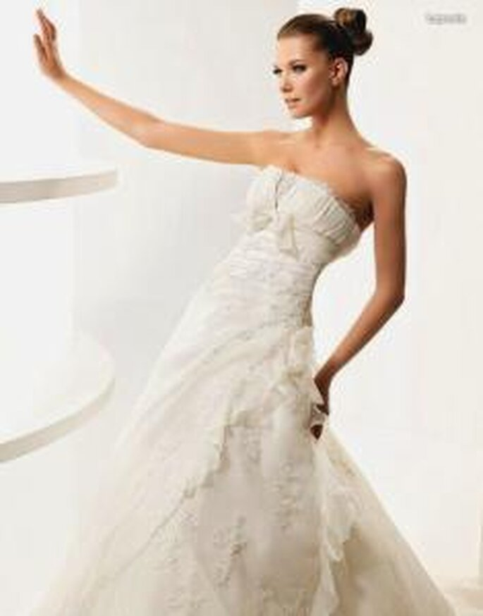 La Sposa 2010 - Laponia, vestido largo en sedas y encajes, corte princesa