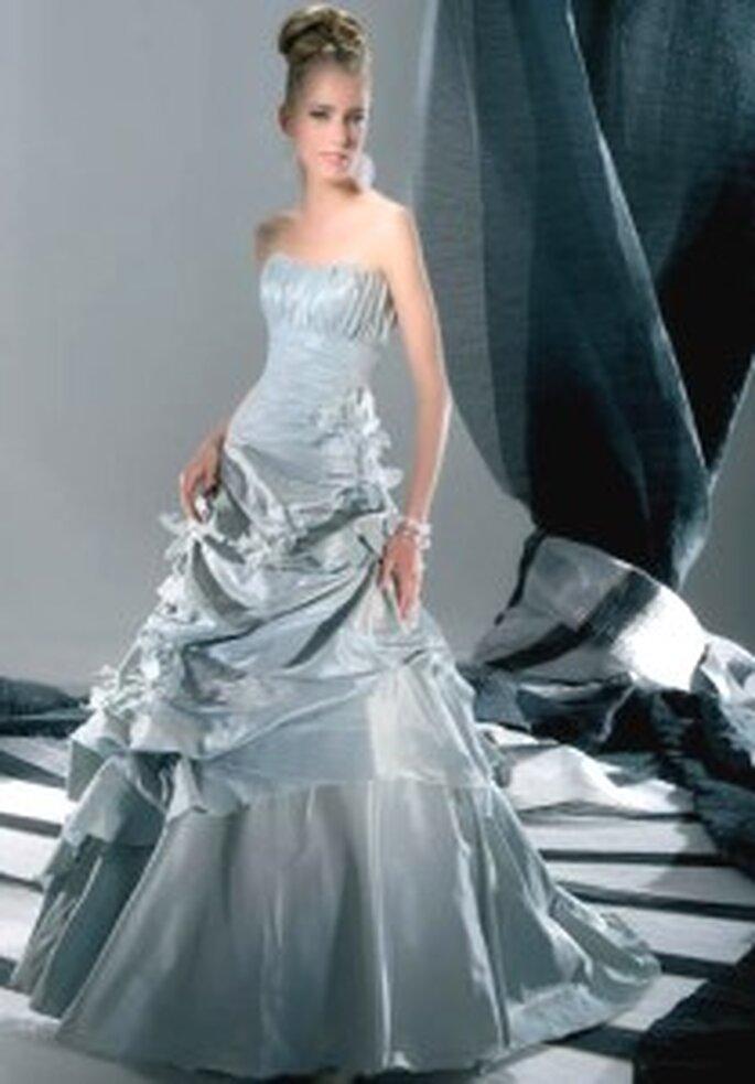 Demetrios 2009 - Sensualle Collection, vestido largo en tafetán, cuerpo drapeado