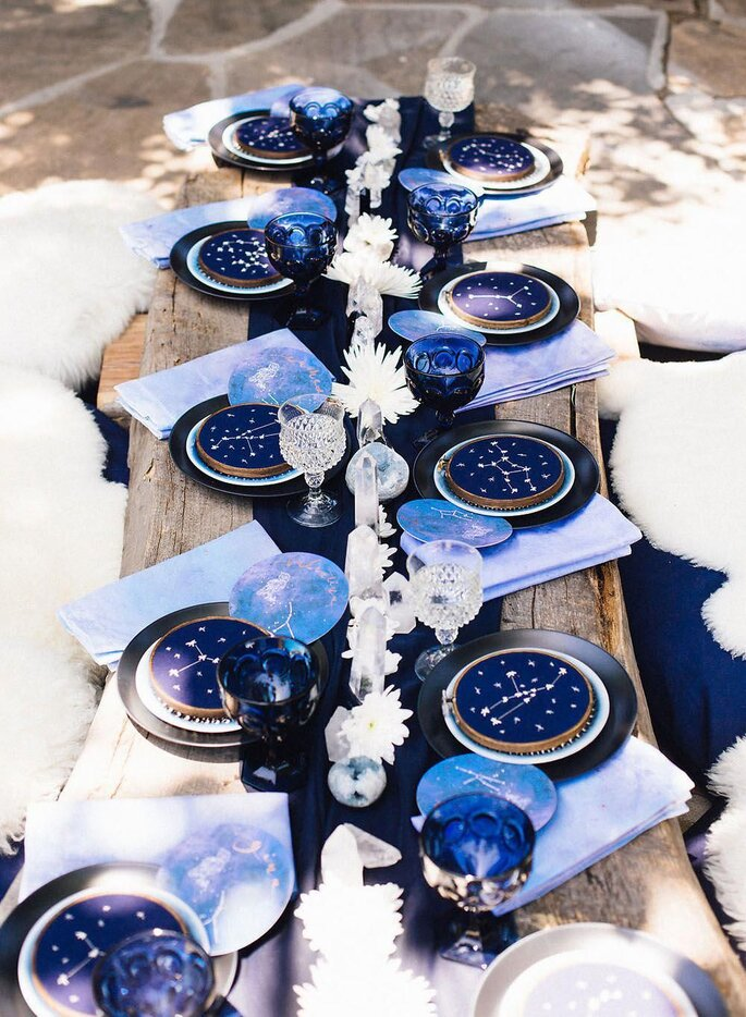mesa casamento com classic blue cor pantone 2020 decoração