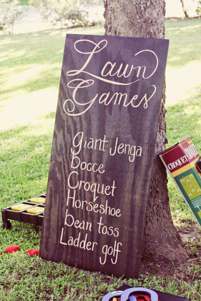 Juegos al aire libre para bodas. Foto de Simply by Tamara Nicole