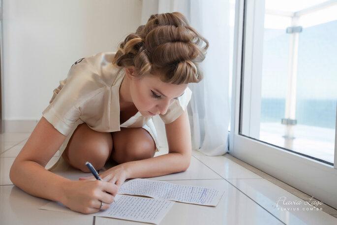 noiva escrevendo os votos