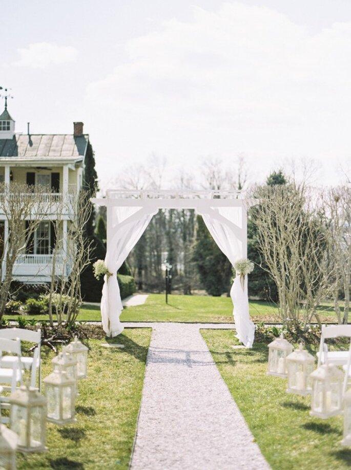 Inspiración en color blanco para decorar tu boda - Foto Krista A. Jones