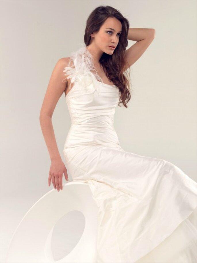 Robe de mariée Lambert Créations 2013, modèle Belle Ile - Photo : Lambert Créations