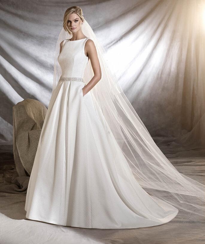 Faça a sua marcação para experimentar o seu vestido favorito .