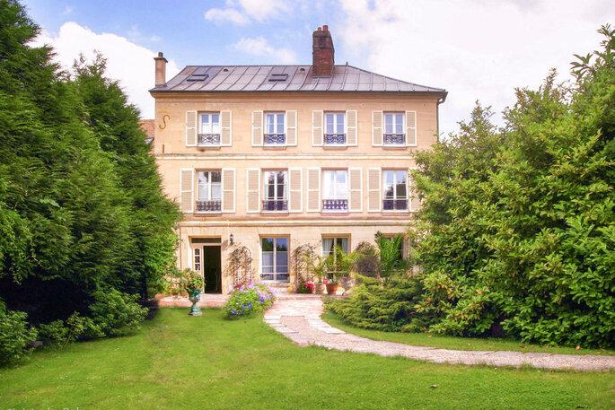 La Villa Florentine située dans l'Eure, une belle bâtisse d'époque trônant au milieu d'un jardin arboré