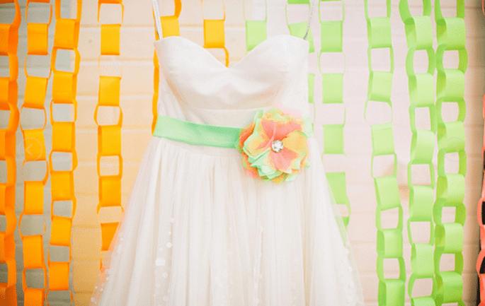 Accesorios en colores neón para vestido de novia - Foto Cathrin D'Entremont