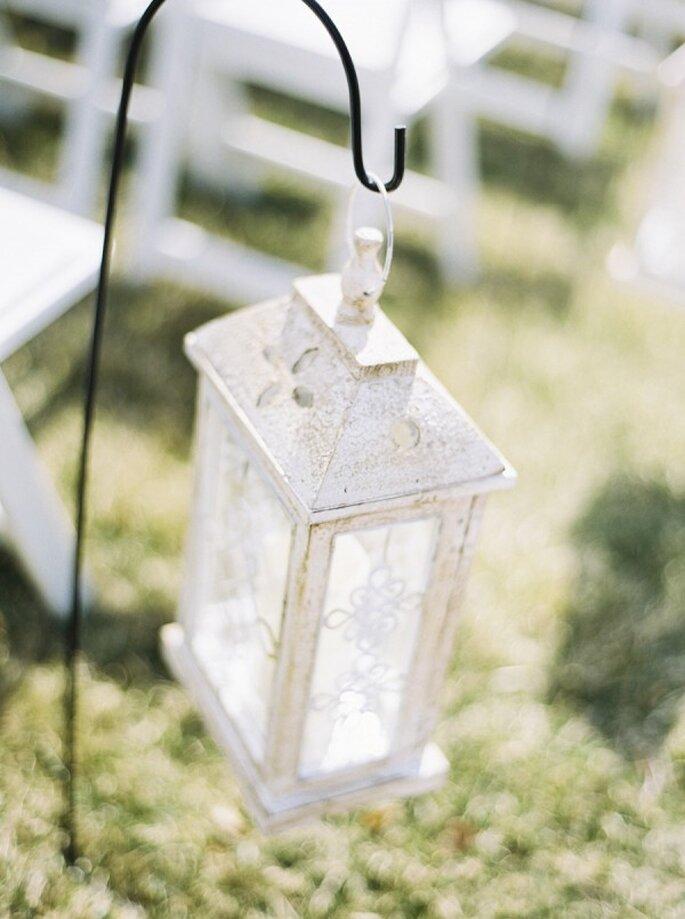 Decoración de boda en color blanco - Foto Krista A. Jones