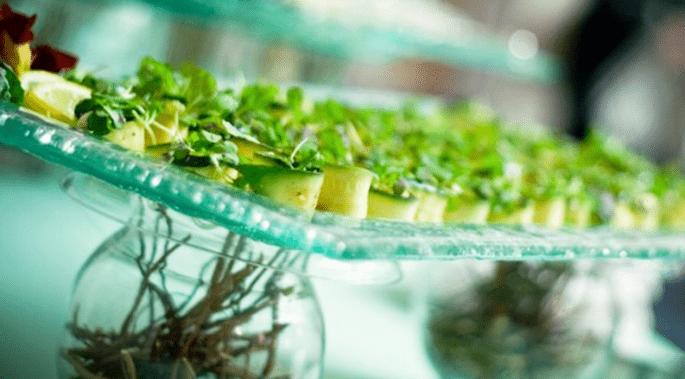Centro de mesa para bodas con inspiración en pequeños pastelitos - Foto Fête Studio
