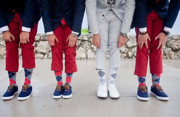 Calcetines orginales para el novio en bodas del 2013 - Foto Captured Photography en Southern Weddings