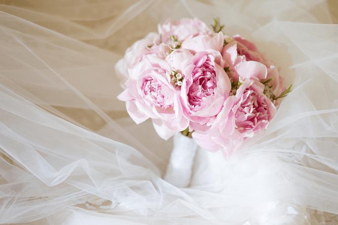 5 styles de bouquets de mari e 2017 qui vont vous faire craquer. Black Bedroom Furniture Sets. Home Design Ideas