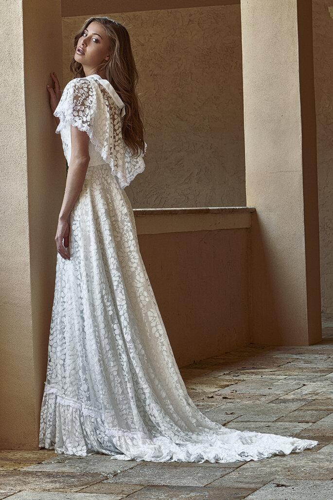 vestido de noiva estilo boho com renda transparente e folhos Gio Rodrigues 2021