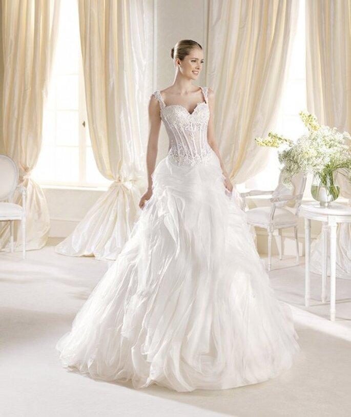 Vestido de novia con corpiño texturizado y falda amplia con mucho volumen - Foto La Sposa