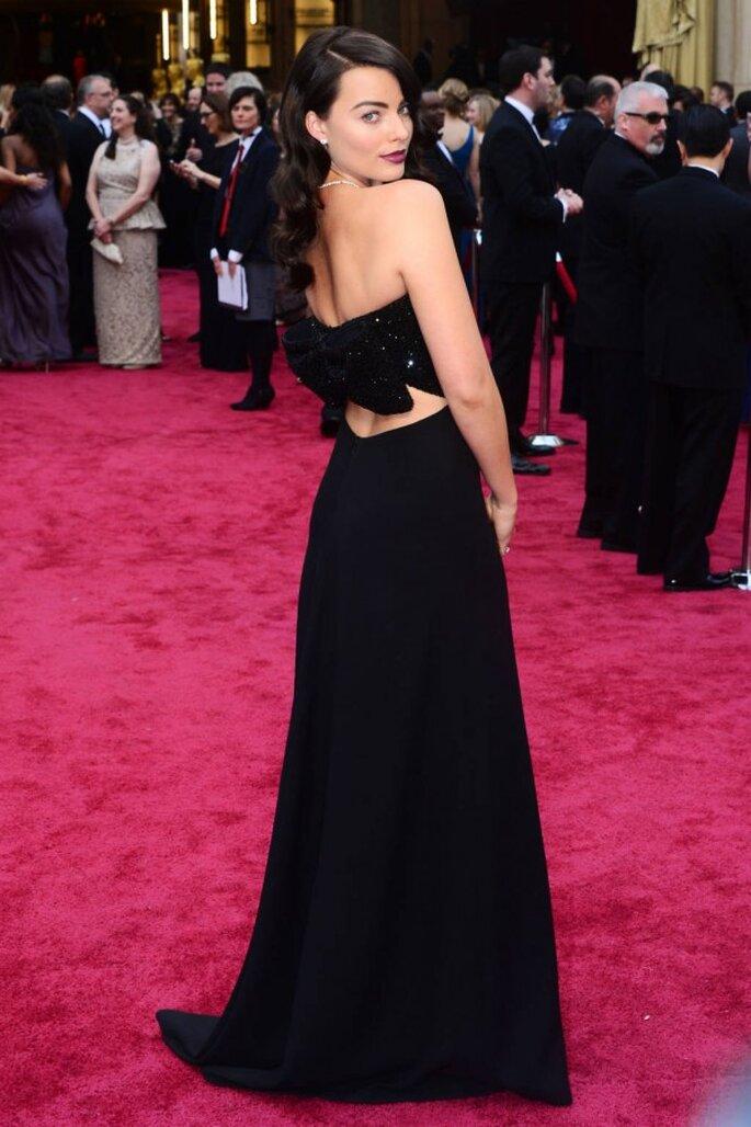 Margot Robbie en la red carpet de los Oscar 2014 - Foto Yves Saint Laurent