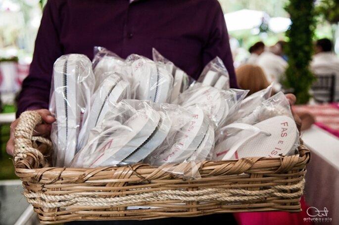 Sandalias personalizadas para tu boda. Foto de Arturo Ayala