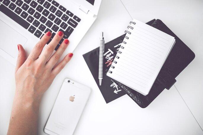 ordenador y cuaderno