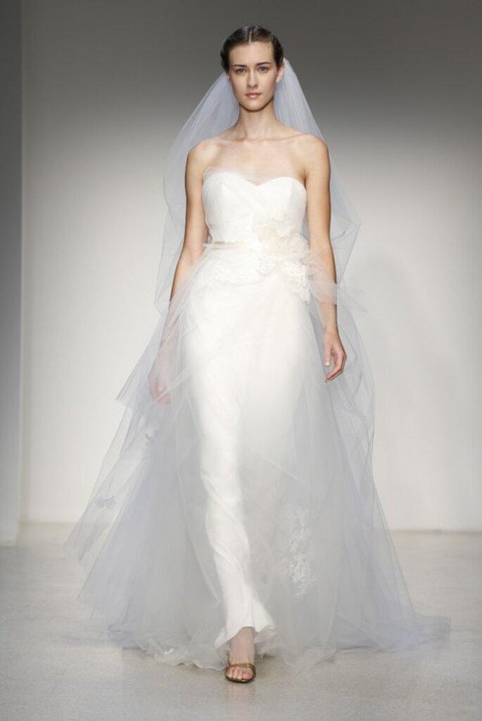 Vestido de novia clásico con corte princesa y falda hecha de tul - Foto Christos